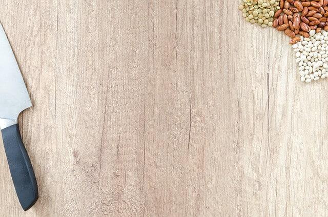 tabla de cocina con lentejas